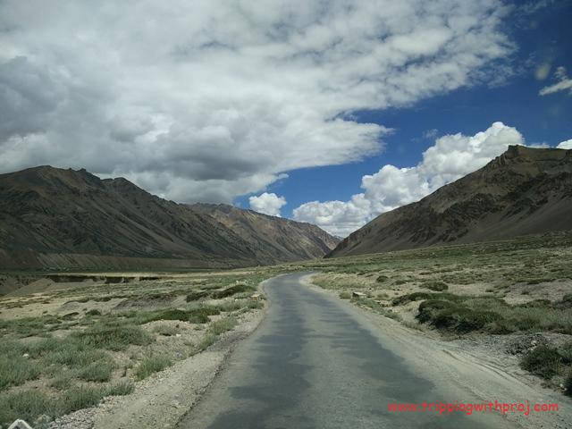 Ladakh Travel Guide - Daunting mountains everywhere