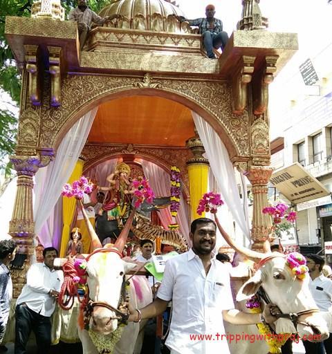Hatti Ganpati Ganesh Idol seated on an elephant fighting a tiger