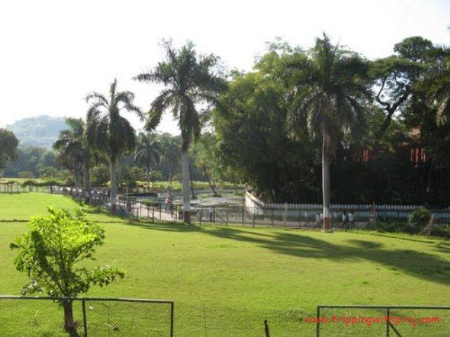 Sarasbaug - Lush green lawns surrounding the temple
